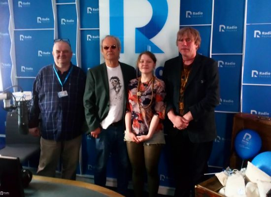 Chris Jagger and I-Sha-Vii with journalists